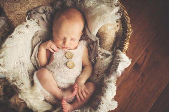 Witte romper met knopen voor newborn fotoshoot